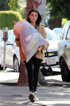Madison Beer - Gives a Bag of Clothes Away to Charity in LA | February 20, 2018