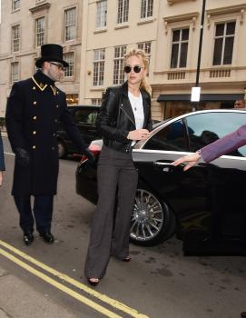 Jennifer Lawrence at her hotel in London 3