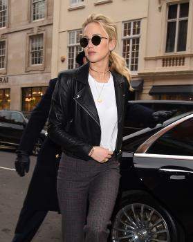 Jennifer Lawrence at her hotel in London 4