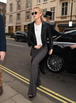 Jennifer Lawrence at her hotel in London 11