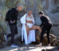 kim-kardashian-on-the-set-of-a-photoshoot-at-a-beach-in-malibu-01-29-2018-3.jpg