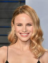 Halston Sage  2018 Vanity Fair Oscar 9