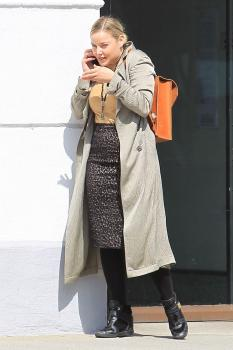 Abbie Cornish on her phone in Beverly 9