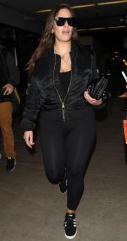 Ashley Graham arrives in LA 3/12/18 7