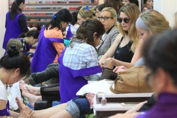 Ashley-Greene-at-Beverly-Hills-Nails-and-Spa-3%2F16%2F18--e6lwqtdpr3.jpg