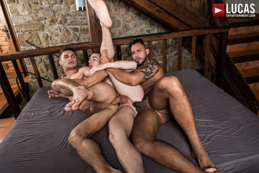 LE – Viktor Rom Fucks His Boys, Klim Gromov And Jon Bae (Bareback)