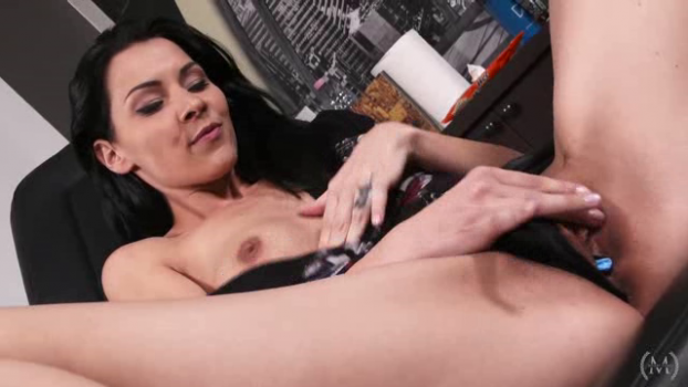 metartfilms-18-02-15-cindy-hope-getting-k-inked.png